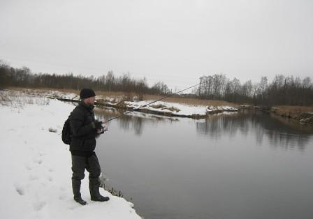 Ловля мирной рыбы зимой на спиннинг